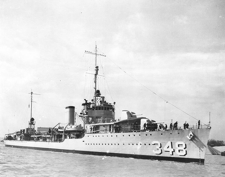 https://upload.wikimedia.org/wikipedia/commons/f/fd/USS_Farragut_DD-348.jpg